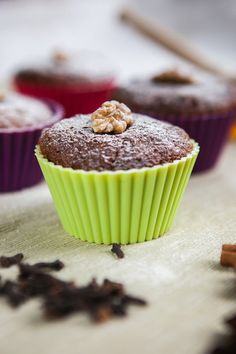 Pernikove muffiny s orechami Cooker, Muffins, Cooking Recipes, Cupcakes, Treats, Baking, Breakfast, Sweet, Desserts