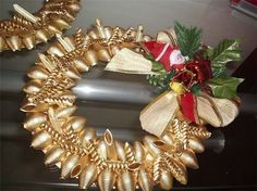 christmas crafts ideas diy gold wreath diffrent typers of pasta