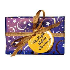The Night Before Christmas Wrapped Gift LUSH Christmas 2017 includes Twilight Shower Gel and Sleepy Hand and Body Lotion Lush Christmas, Christmas Gift Sets, Christmas Wrapping, Christmas 2017, Holiday Gift Guide, Holiday Gifts, Unique Gifts, Best Gifts, Handmade Gifts