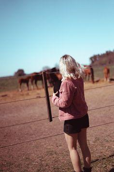 sesión de fotos con caballos Couple Photos, Couples, Tumblr Girls, Funny Pics, Horses, Fotografia, Couple Shots, Couple Pics, Couple Photography