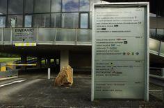 Firmenschild #architecture #wayfinding #signage Architekt: DI Bernd Ludin, Foto: Gerda Eichholzer