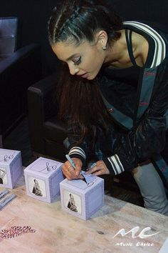 @αgmymoonlight Ari signing the 'swag' for the Music Choice sweepstakes