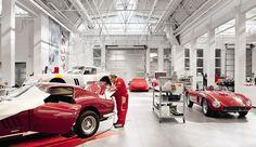 Moderne LED-Technik bei Ferrari Classiche in Maranello Lighting Concepts, Linear Lighting, Ferrari, Retail Solutions, Store Layout, Car Storage, Light Architecture, Garage Design, Garage Workshop