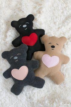 Teddy Bear Patterns Free, Teddy Bear Sewing Pattern, Felt Animal Patterns, Stuffed Animal Patterns, Sewing Patterns Free, Diy Teddy Bear, Teddy Bear Clothes, Sewing Projects For Kids, Sewing For Kids