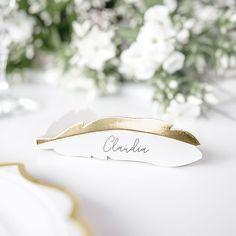 @traustube posted to Instagram: Schaut euch diese hübschen Platzkarten im Metallic-Look in der Form einer Feder an 💫 Diese Namenskarten eignen sich perfekt für eine Hochzeit im angesagten Boho-Stil. Diese und noch weitere Tischdeko findet ihr in unserem Shop. Wir wünschen euch viel Freude beim Stöbern! #hochzeit #wedding #hochzeit2019 #bridetobe #hochzeitsdeko #wedding2019 #braut #diyhochzeit #hochzeitsinspiration #hochzeitsplanung #braut2019 #hochzeitsblog #bride #diywedding #instabraut