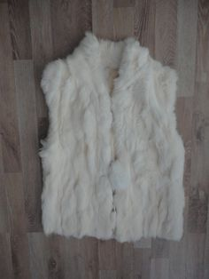 Chaleco de piel de conejo #SinUso #ModaSustentable. Compra esta prenda en www.saveweb.com.ar!