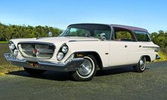 Hardtop Coach - 1962 Chrysler New Yorker - What could - Hemmings Motor News Chrysler Voyager, Classic Trucks, Classic Cars, Station Wagon Cars, Super Images, Chrysler New Yorker, Crossover Suv, American Motors, Town And Country