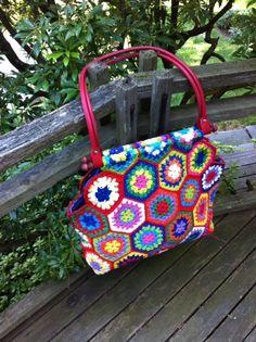 Hexagon crochet bag (knittingcentral.com)
