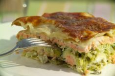 Lasagne: Wir kennen neben Hackfleisch, Tomatensoße und Käse auch eine andere Variante für das klassiche Pasta-Gericht. In unserem herzhaft-würzigen Rezept wird knackiger Wirsing mit Lachsfilet und viel Meerrettich-Bechamel-Soße…