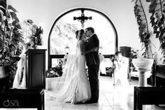 Wedding ceremony at La Capilla de Nuestra Señora del Carmen, the famous chapel on 5th Avenue in Playa del Carmen.  Mexico wedding photographers Del Sol Photography