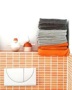 Minimalismus und Dekoration? Warum das kein Widerspruch ist, lesen Sie im Blog! Bad mit cultform Stereotypen orange