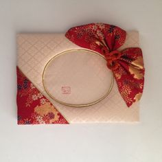 Etsy のFancy Kyoto Fabric, 3x5 inches,Oval frame Bow ia like Obi tie style, Bow & Triangle and Beige solid make nice contrast(ショップ名:MariPhotoframesJapan)