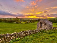 UK, England, Derbyshire, Peak District National Park, River ...