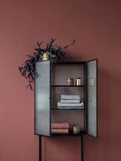 Opposites attract in this free-standing cabinet, which is made of elegant powder coated metal and reinforced glass - Moodings always gives FREE SHIPPING on all orders for Denmark.