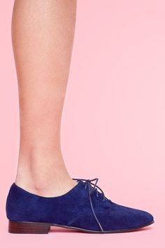 I would let no one step on my blue suede shoes. Preston Suede Oxford - Navy Know your heels:) hot pink. Suede Oxfords, Blue Suede Shoes, Brogues, Pretty Shoes, Beautiful Shoes, Beautiful People, Crazy Shoes, Me Too Shoes, Look Fashion