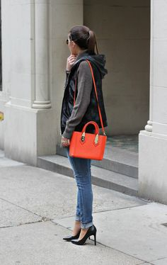Classics 101   StitchFix   classic neutrals, oversized turtleneck sweater, skinny jeans, steve madden black classic pumps, red Henri Bendel Bag, nyc street style, winter style, winter fashion, winter outfit ideas, fashion blogger #tobebright