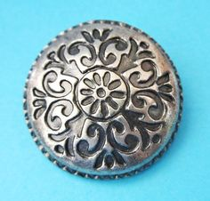 Große Metall buttons  Los 5 antike Silberton große von chicbuttons