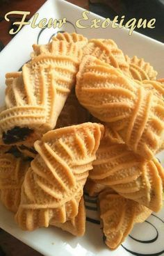 date-filled cookies (makrout nekkache) Cookies Fourrés, Filled Cookies, Yummy Cookies, Arabic Sweets, Arabic Food, Baking Recipes, Cake Recipes, Dessert Recipes, Eid Cake
