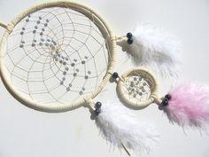 Weißer Traumfänger mit schimmernden Glas Perlen von Traumnetz.com  - Kraft der Steine   Besondere Geschenke auf DaWanda.com