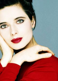 'True elegance is for me the manifestation of an independent mind. Isabella Rossellini, Divas, Italian Actress, French Actress, Timeless Beauty, Classic Beauty, Soft Classic, Beautiful Celebrities, Beautiful Actresses