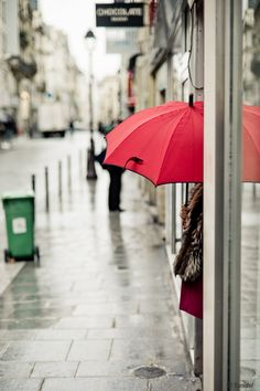 The corner of the red umbrella iPhone Wallpapers Cool Umbrellas, Umbrellas Parasols, Red Umbrella, Under My Umbrella, Love Wallpaper, Mobile Wallpaper, Wallpaper Iphone Liebe, Iphone Wallpapers, Phone Backgrounds