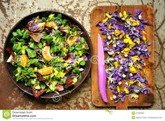 We can consider that the body has an acidic level if it falls within and alkaline (base) if it is between Acid And Alkaline, Alkaline Foods, Healthy Snacks, Healthy Eating, Healthy Recipes, Spring Salad, Food Combining, Edible Flowers, Edible Art