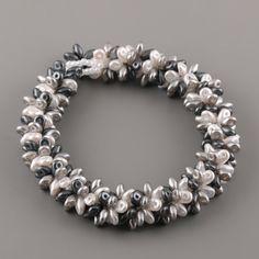 superduo Beaded Jewelry, Beaded Bracelets, Bracelet Tutorial, Silver Pearls, Jewelry Crafts, Jewelry Design, Jewelry Making, Jewels, Beads