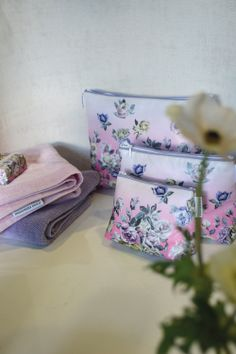 Designers Guild First Rose peony washbags