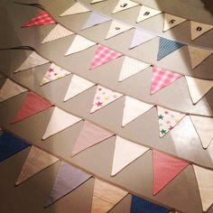 Vimpelrekker i deilige farger og stoffer  Homemade, Quilts, Blanket, Bed, Quilt Sets, Home Made, Quilt, Diy Crafts, Hand Made