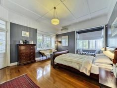 29 Lapraik Street, Ascot, dark wall colour with contrasting light trim, a great look, the white ceiling keeps it spacious