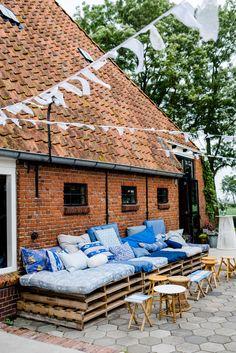 Trouwen bij It Flinkeboskje in Friesland | Janco en Lieke | Thema delftsblauw | Trouwfotograaf Groningen | Intieme bruiloften | Spontane fotografie