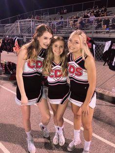 Senior Cheerleader, Cute Cheerleaders, High School Cheerleading, Cheer Team Pictures, Cheerleading Pictures, Cheer Picture Poses, Cheer Poses, Cheer Stunts, Cheer Dance