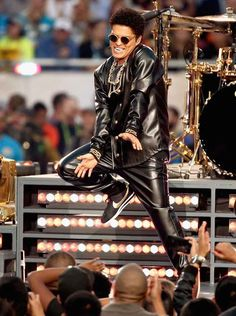 Bruno Mars performs  at Super Bowl 2016 Halftime Show #brunomars #superbowl50 #superbowl #superbowlhalftimeshow #versace #nike #jeanpaulgaultier