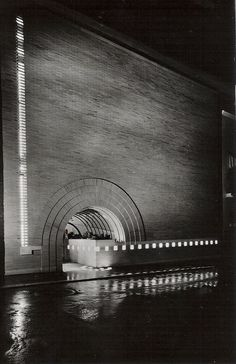 V.C. Morris Store, San Francisco, Frank Lloyd Wright, 1948. Organic Architecture, Gothic Architecture, Amazing Architecture, Architecture Details, Frank Lloyd Wright, Wisconsin, Luigi Snozzi, Brickwork, Brutalist