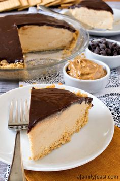 Peanut Butter Pie This no-bake Chocolate Peanut Butter Pie is a decadently delicious dessert that everyone loves!This no-bake Chocolate Peanut Butter Pie is a decadently delicious dessert that everyone loves! Peanut Butter Filling, Peanut Butter Desserts, Köstliche Desserts, Delicious Desserts, Yummy Food, Healthy Food, Healthy Eating, Peanut Butter Pie Recipe No Bake, Tailgate Desserts
