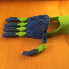 An awesome Pirntrbot pic! 3D printed prosthetic hand for charity. Nowhere near finished but I'm damn proud of it! #enable #enablehand #cyborgbeast #enablingthefuture #3dprinting #printrbot #simplemetal #3DPrinted #prosthetic #hand by neonorangehats Check us out http://bit.ly/1KyLetq