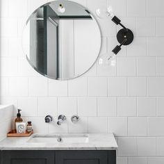 Minimal bathroom | round mirror