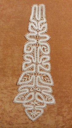 Галстук для модницы Lacemaking, Bobbin Lace, Hello Kitty, Ornament, Crafts, Jewelry, Projects, Bobbin Lacemaking, Embroidery