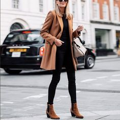You've probably heard of minimalist art, but how about minimalist fashion? Minimalist fashion is defined by one major principle: keep … Cool Summer Outfits, Winter Outfits Women, Trendy Outfits, Fall Outfits, Fashion Outfits, Fashion Trends, Womens Fashion, Fashion Coat, Fashion Ideas