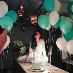 Selena Gomez festeggia il suo compleanno per i 25 anni