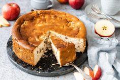 Rezept für einen saftigen Apfel-Quark-Kuchen mit Grieß. Ein fruchtiger Käsekuchen ohne Boden nach einem einfachen und gelingsicherem Familienrezept. Der Kuchen bleibt nach dem Backen sehr lange frisch und saftig. #backen #kuchen #Käsekuchen #Thermomix #Quark #Apfelkuchen #Herbst Cheesecake, Camembert Cheese, French Toast, Dairy, Pie, Gluten Free, Breakfast, Desserts, Food