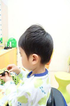 耳をスッキリ出して、カットしました!!  サラサラな髪質にも、お勧めです☆ -こども専門の美容室「チョッキンズ」-