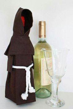 Wine Monk - Wine Bottle Cover, Costume, and Unique Gift Beso de Vino Diy Bottle, Bottle Bag, Wine Bottle Crafts, Wine Bottles, Glass Bottles, Wine Glass, Ideas Decoracion Cumpleaños, Wine Pull, Wine Bottle Covers