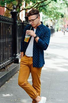 Latest Eyewear Trends: 2019 Most Popular Fashion Frames - Vint&York Mens Yellow Pants, Yellow Pants Outfit, Preppy Mens Fashion, Mens Fashion Suits, Style Costume Homme, Eyewear Trends, Men's Eyewear, Outfit Trends, Glamour