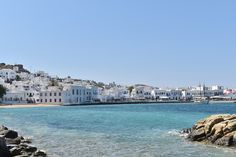 Blue skies, turquoise waters, white sandy beaches and whitewashed buildings with blue doors. What could be better than having a Mediterranean wedding on the great glamour island of Mykonos? Skiathos, Naxos, Beautiful Places To Visit, Beautiful Beaches, Cool Places To Visit, Mykonos Hotels, Mykonos Town, Pamukkale, Tromso