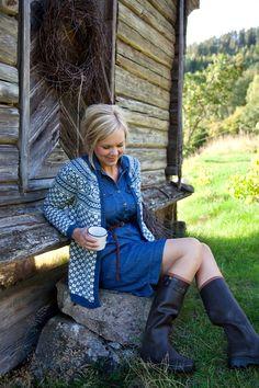 Norwegian sweater with denim shirtdress Denim Shirt Dress, T Shirt And Jeans, Petite Fashion, Curvy Fashion, Wellies Rain Boots, Fair Isle Knitting, Sweater Shop, Knit Crochet, Crochet Books