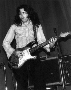 Rory Gallagher Long index and ring fingers. Hands aren't all that big for his expert fingering of guitar but bet that digit ratio of his helps
