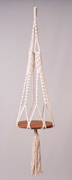 Macrame hanging table or plant hanger in off white, 5 mm cotton Cord, modern, decor home decoration and flower holder, boho shower gift - art - Dekor 2020 Macrame Art, Macrame Projects, Macrame Knots, Macrame Modern, Micro Macrame, Hanging Table, Hanging Plants, Plants Indoor, Art Macramé