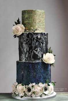 stunning vintage style wedding cake; Featured Cake: Floral Cakes by Jessica MV