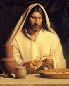 CATHOLIC TEACHINGS: The breaking of the bread is done as a ritual during the sacrament of the Eucharist. it is a preparation for one to receive Jesus Christ himself Image Jesus, Lords Supper, Pictures Of Christ, Bible Pictures, Lds Art, Saint Esprit, New Testament, Belle Photo, Savior